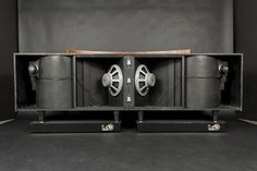 """B1F:音響設備。クラシックスタイルのスピーカー。1957 JBL Paragon with back removed! Note the 15"""" woofers the """"bullet"""" tweeters."""