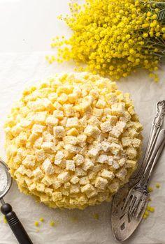 Italian Mimosa Cake, a delicious sponge cake recipe with layers of an Italian Special cream, a classic Italian cake, a delicate creamy dessert. Italian Cake, Italian Desserts, Italian Recipes, Italian Foods, Italian Pastries, Vanilla Cream Filling Recipe, Cream Puff Recipe, Custard Filling, Healthy Cake Recipes