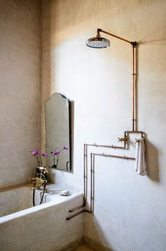 I really love exposed pipes in bathrooms - simple style and interior inspiration. Rain shower, chic