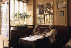 Use this guide to the best budget French restaurants in Paris that offer quality and tradition at affordable prices to stick to your vacation budget.