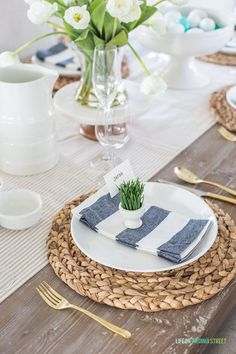 Tablescapes An spring and Easter place setting featuring neutrals mixed with navy blue and green! Table Place Settings, Simple Table Setting, Easter Table, Easter Party, Easter Eggs, Easter Crafts For Kids, Spring Home Decor, Table Setting Inspiration, Tablescapes
