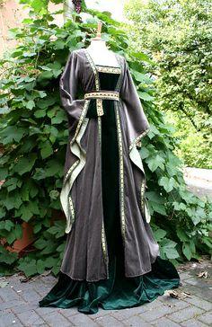 short houpelande gown