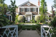 classic shingle style house in the hamptons Style At Home, Gate Design, House Design, Future House, My House, Die Hamptons, Shingle Style Homes, Home Fashion, My Dream Home
