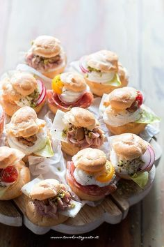 Hearty puffs: recipe and lots of delicious fillings to fill the puffs - Food House Finger Food Appetizers, Yummy Appetizers, Finger Foods, Appetizer Recipes, Snack Recipes, Finger Food Recipes, Antipasto, Vol Au Vent, Mini Foods