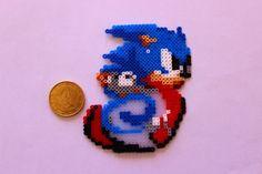 Sonic hama perler by zuliepoulpy Perler Beads, Hama Beads Minecraft, Fuse Beads, Geek Perler, Perler Bead Mario, Hama Beads Patterns, Beading Patterns, Jama, Arte 8 Bits