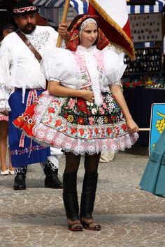 Šardický kroj. Slovácký rok Kyjov | Folk Costume, Costumes, Folk Clothing, Folklore, Traditional Outfits, Scarlet, Lace Skirt, Harajuku, Aesthetics