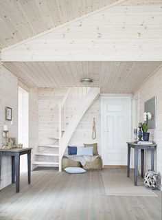 Valkoista ja pastelleja - White and Pastels The Style Files Kuvat: Gro Saevik Moderni koti - A Modern Home Kli. Cabin Interiors, Wood Interiors, Loft Room, Home Decor Furniture, Home Fashion, Hygge, Cottage Style, My Dream Home, Home And Living