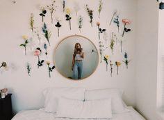 VSCO vibesinsummer gurlmoods happy summertimerelatablemoods love is part of Room decor - Cute Room Ideas, Cute Room Decor, Flower Room Decor, Cheap Room Decor, Fake Flowers Decor, Room Wall Decor, Teenage Room Decor, College Dorm Rooms, College Dorm Decorations