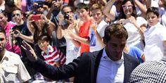 Perez Diminta Mundur saat Acara Perpisahan Casillas  Suporter Real Madrid meminta agar Presiden Florentino Perez mundur. Tuntutan itu dikumandangkan dalam acara perpisahan Iker Casillas di Stadion Santiago Bernabeu, Senin (13/7/2015).  like our pages and join our website www.rajabet.us pages : Rajabet Pinterest : Rajabet twitter : Rajabet Online (@Rajabetonline) google+ : Rajabet Casino instgram : Rajabet