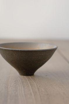 Loved by SkandiHus Japanese Ceramics, Japanese Pottery, Modern Ceramics, Slab Pottery, Pottery Bowls, Ceramic Pottery, Stoneware Clay, Ceramic Mugs, Ceramic Bowls