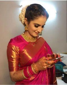 Over - Kanjivaram / Saree Store: Fashion Bridal Hairstyle Indian Wedding, Indian Wedding Outfits, Indian Weddings, Hairdo Wedding, Indian Outfits, Kerala Saree Blouse Designs, Blouse For Silk Saree, Blouse Designs Silk, Sari Dress