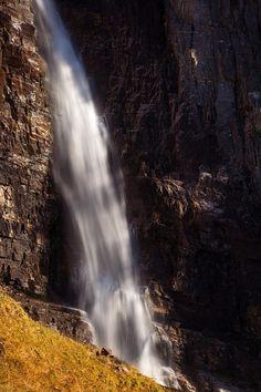 Just a refreshing stream of waterfall in Norwegian mountains [OC] [1365x2048] http://ift.tt/2DwmPr1