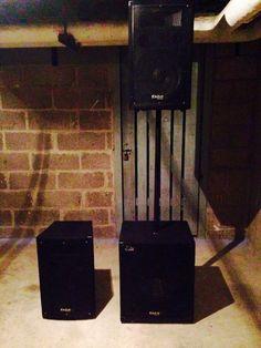 Situé à 45 min de Paris.Marque : Ibiza SoundModel : Tricube 1400Superbe pack prêt à être intégré dans n'importe quelle configuration sonore qui se compose de : 1x Sub 800W2x Sat 300-400W1x Pied2x Cables Speakon