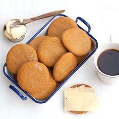 Frukostpepparkakor | Tjocka pepparkakor! Så himla gott med smör och ost! Kräver lite planering då degen ska vila i kylskåp i 6-7 timmar. Annars lättbakade och GODA :D