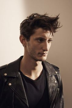 Pierre Niney dans Yves Saint Laurent