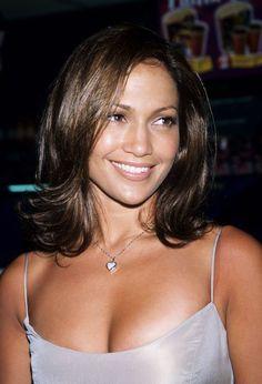 Akkor és most: így lett egyre fiatalabb Jennifer Lopez az elmúlt 20 évben Jennifer Lopez Young, Jennifer Lopez Makeup, Jennifer Lopez Body, Julia Roberts, Stevie Nicks, Robin Williams, Sandra Bullock, 90s Hairstyles, Haircuts