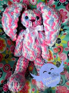 Crochet - Huggy Bunny Pattern done with Bernat Baby Blanket yarn. Crochet Amigurumi, Crochet Bunny, Love Crochet, Amigurumi Patterns, Crochet Dolls, Crochet Animals, Amigurumi Tutorial, Easy Crochet, Bernat Baby Blanket