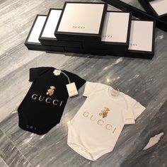 Luxury Kids Clothes, Unique Baby Clothes, Baby Kids Clothes, Baby Girl Fashion, Kids Fashion, Baby Life Hacks, Gucci Baby, Designer Baby Clothes, Newborn Girl Outfits