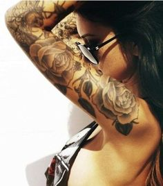 tatuaże róże na ręce dla kobiety