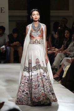 Anamika Khanna at India Couture Week 2016 Indian Wedding Outfits, Indian Outfits, Indian Clothes, India Fashion, Asian Fashion, Women's Fashion, Lehenga Pattern, Indian Lehenga, Pakistani