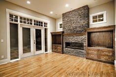deur na stoep Fireplace Built Ins, Home Fireplace, Fireplace Remodel, Fireplace Design, Fireplace Ideas, Fireplaces, Fireplace Doors, Veranda Interiors, House Rooms