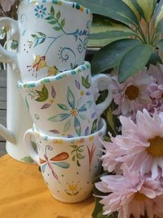 Cup Design, Coffee Design, China Painting, Ceramic Painting, Ceramic Mugs, Ceramic Art, Spring Cafe, Pottery Painting Designs, Painted Clay Pots