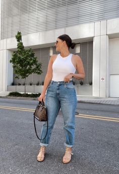 May 2020 - This Pin was discovered by Julia Marie B Classy Outfit, Casual Chic Outfits, Boho Outfits, Curvy Girl Outfits, Cute Summer Outfits, Plus Size Outfits, Fashion Outfits, Casual Summer, Emo Fashion