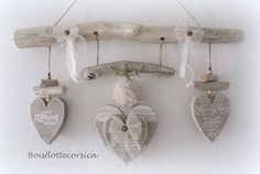 IDÉE CADEAU  - IDÉE DÉCO NATURELLE   Cette suspension  est composée d'un beau bois flotté  de 4 coeurs ( le coeur central comporte 2 coeurs supperposés)  en bois découpé - 18938116