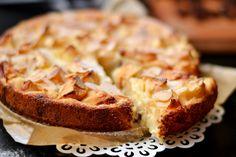 Almás-grízes-túrós süti recept: Nagyon szeretem a tejbegrízt, ez a süti pedig egy sűrűbb tejbegrízre emlékeztet, felturbózva kicsi túróval és almadarabokkal. Isteni süti! :) Hungarian Recipes, Sweet Pastries, Cinnamon Apples, Coffee Cake, Banana Bread, Sweet Treats, Sweets, Baking, Breakfast