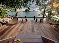 Floating Deck Style Concepts 2019 Outstanding diy floating deck ideas that wil. - Floating Deck Style Concepts 2019 Outstanding diy floating deck ideas that will blow your mind T - Deck Seating, Built In Seating, Dock Hammock, Hammocks, Outdoor Rugs, Outdoor Living, Lakeside Living, Island Deck, Wooden Hammock