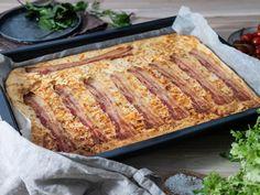 Langpannekake med ost og bacon | Oppskrift | Meny.no Frisk, Quiche, Banana Bread, French Toast, Bacon, Easy Meals, Snacks, Breakfast, Desserts