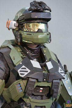 halo reach mark v armor. in love with his hemet Halo Reach Armor, Halo Armor, Halo Cosplay, Halo Spartan, Deadpool Wallpaper, Dark Drawings, Sci Fi Armor, Armor Concept, Space Marine