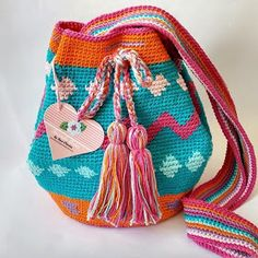 By Tecendo Artes Tapestry Bag, Tapestry Crochet, Crochet Shawl, Crochet Yarn, Diy Crochet Bag, Crochet Purses, My Bags, Purses And Bags, Mochila Crochet