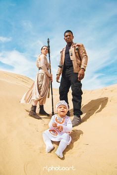 Victor Sine and Julianne Payne (aka The Real Finn and Rey) have created the ultimate Star Wars photoshoot with baby Addie as their own BB-8/Baby8.