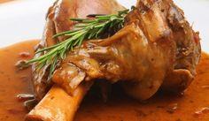 Овнешкото месо става много сочно, ако не го препържите или препечете. С него добре се съчетават чубрица, майорана и риган, розмарин и копър.