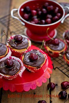 Babeczki z czereśniami i czekoladą