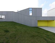 "House by Pauliny Hovorka Architekti ""Location: Banská Bystrica, Slovakia"" 2013 Modern Family House, Unique Buildings, Architect Design, Modern Interior Design, Arches, Exterior Design, Modern Architecture, Facade, Photos"