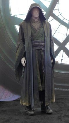 I know this is Doctor Strange but it's giving me a jedi vibe! - Jedi Costume - Ideas of Jedi Costume - I know this is Doctor Strange but it's giving me a jedi vibe! Jedi Cosplay, Jedi Costume, Armor Clothing, Medieval Clothing, Larp, Jedi Robe, Star Wars Costumes, Fantasy Costumes, Character Outfits
