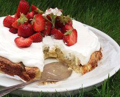 Raparperikakku mansikoilla ja limekermavaahdolla Pie, Kitchen, Desserts, Food, Pinkie Pie, Cucina, Tailgate Desserts, Cooking, Deserts