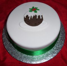 Beautiful christmas cake decorating ideas for you to use and share,including… Christmas Pudding, Christmas Sweets, Christmas Cooking, Christmas Cakes, Xmas Cakes, Christmas Foods, Christmas Time, Christmas Cake Designs, Christmas Cake Decorations