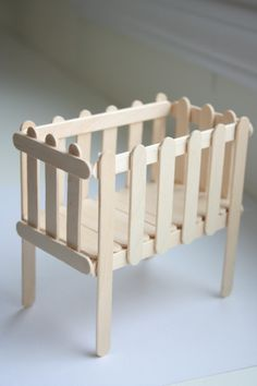 Cuna de palitos de paleta. Kid Crafts, Crafting, Bassinet, Cribs, Ice, Birthday, Furniture, Home Decor, Sticks