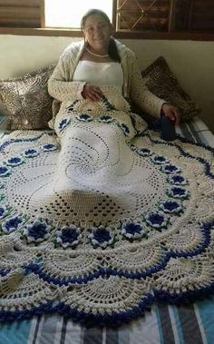 Ola Minha Lindas E Queridas Afgans and blankets Crochet How to crochet doily Part 1 Crochet doily rug tutorial Absolutely stunning round carpet in), doily rug, mint color carpet Shabby chic, rug for the livi Diy Crochet Poncho, Crochet Doily Rug, Crochet Mandala Pattern, Quick Crochet, Doily Patterns, Crochet Home, Crochet Patterns, Crochet Afghans, Tapete Doily