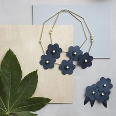 Aarikka represents unique Nordic design since The company makes wood jewellery and home products out of natural materials. Assembled in Finland. Handmade Jewelry Tutorials, Diy Jewelry Inspiration, Scandi Style, Nordic Design, Jewelry Design, Necklaces, Jewellery, Drop Earrings, Interior Design