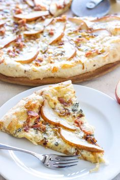 Pear, Prosciutto, and Gorgonzola Pizza