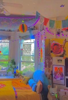 Indie Bedroom, Indie Room Decor, Cute Room Decor, Aesthetic Room Decor, Teen Bedroom Designs, Room Ideas Bedroom, Bedroom Decor, Fille Indie, Neon Room