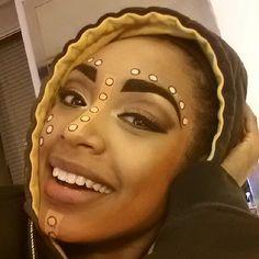 Musicals^^ König der Löwen am Broadway Nala! Aka Chantel Riley :) Choosing the Perfect Rustic Cabin Musical Rey Leon, Lion King Musical, Lion King Broadway, Lion King Play, Nala Lion King, Lioness Makeup, African Makeup, Lion King Costume, Eye Makeup