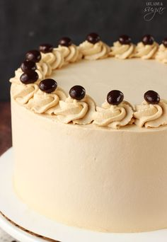 Mocha Brownie Ice Cream Cake - layers of coffee ice cream, brownies, Oreo crumbles and hot fudge! So good!