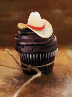 Rodeo Cupcake Use Pringles, Gumdrops, and Red Licorice Rope for the hat!! Yeehaw!!
