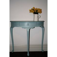 Hall Table #table #diy #lillyjeaninteriors #vintage #distressed #interiordesign @lillyjeaninteriors
