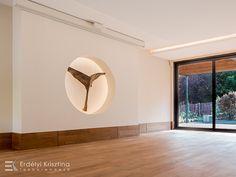 Egyik kedvenc tervezésem - Középpont jóga stúdió. Visszafogott nyugodt terek, indirekt világítások, kiegyensúlyozott színvilág. Ceiling Lights, Led, Lighting, Modern, Home Decor, Trendy Tree, Decoration Home, Room Decor, Lights
